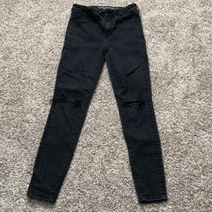 American Eagle size 4 black distressed jeans